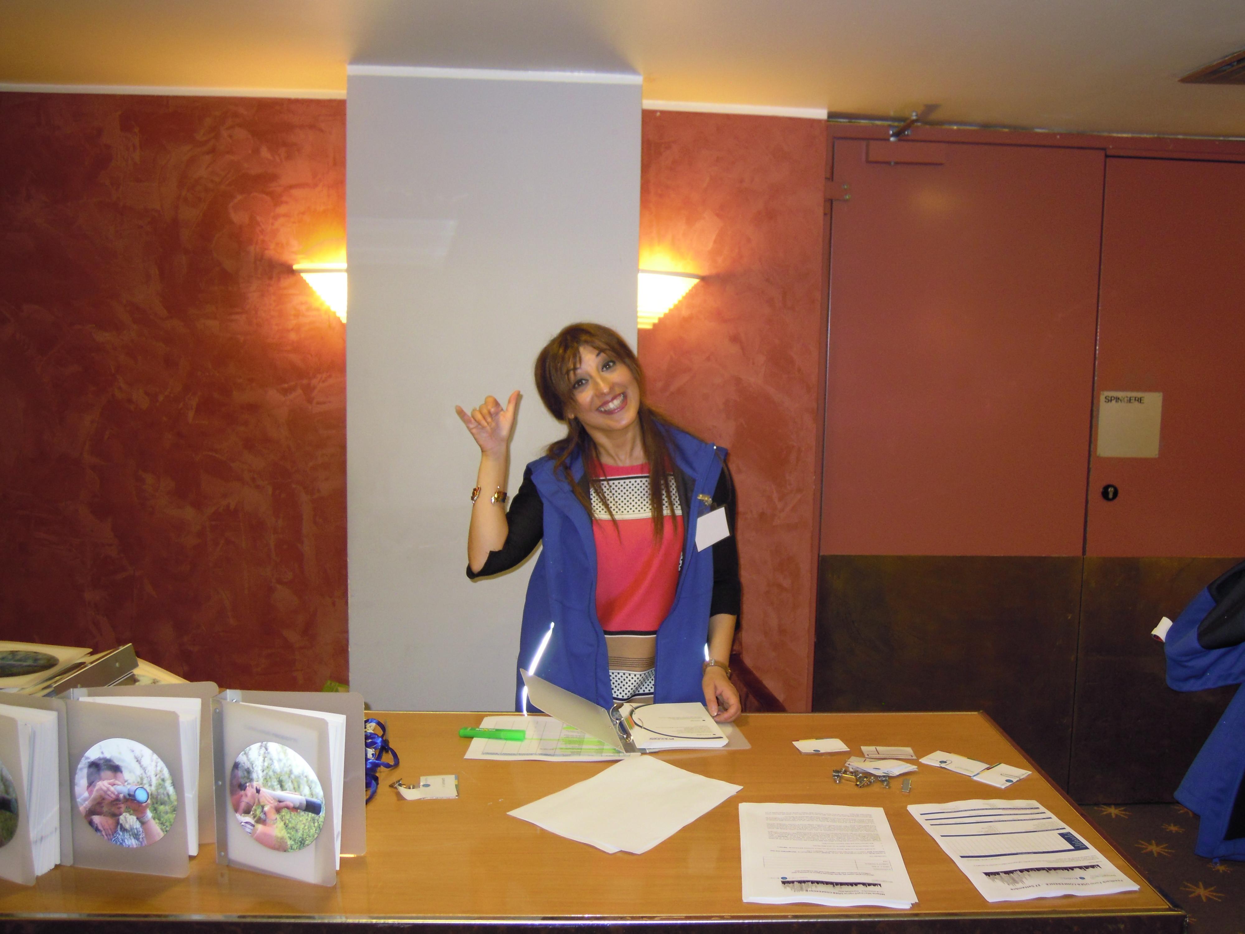 Un sorriso al Desk di accoglienza